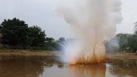 把一斤金属钠扔河里会怎样?男子作死实验,10秒后整个场面失控了