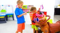 萌娃小可爱们帮助公主找到了她的玩具小马,两个小家伙真是棒棒哒!