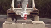 为什么下雪后最好不要从屋檐下走?看这罐可乐的下场你就知道!