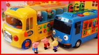 小猪佩奇和朋友上课发困,羚羊老师带来了超级巴士玩具