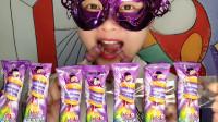 """小姐姐吃""""水晶汉堡包棒棒糖"""",迷你紫色好梦幻,趣味糖果真好吃"""
