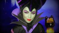 仿妆沉睡魔咒:美女将自己化妆打扮成了邪恶王后