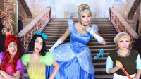 仿妆迪士尼童话公主:美女将自己化妆打扮成了灰姑娘
