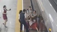 惊险!一名女乘客高铁晚点冲闸妄图以身挡火车 被拘留9日
