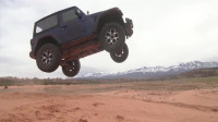 Jeep牧马人JL越野,还是2门短轴,这么飞一下前桥悬了!