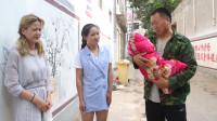 公公逼怀孕儿媳和儿子离婚,半年后,儿媳抱着孩子站到他面前