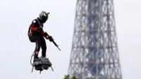 """法国:""""飞行滑板""""惊艳阅兵式 升限三千米时速150公里 说天下 20190716 高清版"""