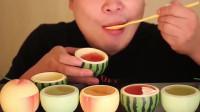 韩国小哥吃播,吃不同口味水果布丁