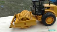 儿童智力开发 电动挖掘机工作,遥控挖土机玩具表演视频