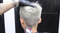 """很帅气的""""莫霍克""""发型,染过的就是不一样,立体式有形,很硬气"""