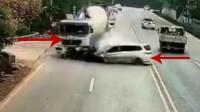 【危机时刻】摩托车太快,瞬间被轿车撞飞丨面包车拐弯太急,撞上罐车车头没了
