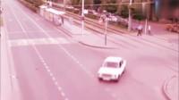 灵异事件:恐怖的交通事故,被撞飞的小男孩应该不是人,监控拍下诡异一幕