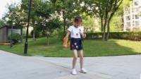 7岁小姑娘广场舞跳得真是好!《山谷里的思念》百看不厌