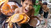 荒野美食:论螃蟹的正确吃法,小家伙吃的手舞足蹈的