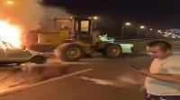 铲车司机被指拒绝挪车致两人身亡,一直在打电话