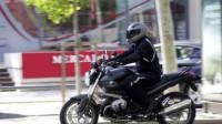 """摩托车也属于机动车,也有违章,请汽车不要在后面""""滴滴滴"""""""