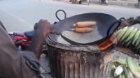 印度人用沙子炒玉米,吃一口满嘴都是沙子,不愧是印度人!