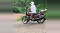 行车记录仪:只要胆子大哪里都是路,摩托车不敢过,老司机真大胆一脚油门冲过去了!太帅了