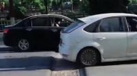 几辆车一同路过,你看到了什么?