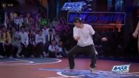 这就是街舞2:大神出场,第一秒就是高能动作,难怪说他有冠军相