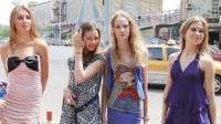 第一次来到中国夜市的俄罗斯美女,直言:都是土豪