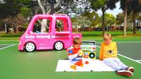 萌娃小可爱们驾驶着玩具餐车去郊外野餐,萌娃:今天的运气可真不好呀!