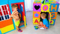 萌娃小可爱刚刚搭建好的玩具小房子就被妈妈给弄塌了,萌娃:宝宝心里苦呀!