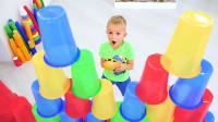 萌娃小可爱们和妈妈一起在家玩的可开心了!—萌娃:好多杯子呀!真是有趣呢!