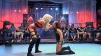 欧美摔跤界的顶级性感女神斯卡莉身着粉色战衣,网友:初恋的感觉