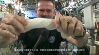 宇航员在太空怎么拧湿毛巾?水像胶水一样甩不掉,今天长见识了!