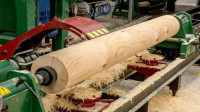 令人敬畏的木材加工机械,工人只要远远的看着就行了