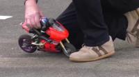遥控玩具车大多是充电的,这款加油的玩具车,给你新的体验。