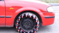 用可乐瓶当作汽车轮胎,你猜能走多远?网友:放过可乐吧