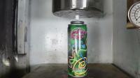 易拉罐喷雪放在液压机上,看了整个过程,简直就是以卵击石
