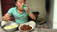 红油鸡杂配二荆条炒饭,大sao一瓶啤酒打底吃一身汗,酒量真不行