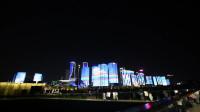 杭州钱塘江畔城市阳台灯光秀