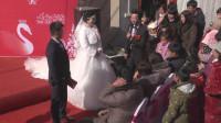 农村婚礼新娘改口,用五个字称呼婆婆用英文叫爸爸,太逗了哈哈