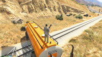 GTA5:一辆油罐车横在铁路上,试图拦截过往的火车