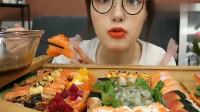 吃播哎呦阿尤吃三文鱼刺身,大口大口吃,真得超满足!