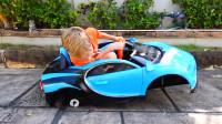 萌娃小可爱刚买的玩具车就变成这个模样了,萌娃:宝宝的车轮怎么不见了呀?