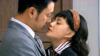 女秘书勾搭主人,没关门就主动亲吻!