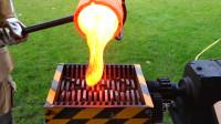 粉碎机这次真的怂了吗?老外将1000°C岩浆倒入粉碎机,结果怎样?