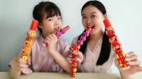 """大小吃货吃""""七娃糖葫芦"""",萌趣造型忆童年,酸甜乳饮真可口"""