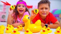 好期待!萌宝小萝莉准备这么多小黄鸭做什么呢?趣味玩具故事