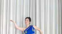广场舞姐的傣族舞步走的有木有样  点个赞鼓励下呗