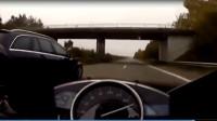 摩托车高速遇到奔驰,不服都不行啊,起飞的感觉!