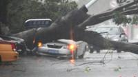 灵异事件:大货车行驶中险些被大风吹翻,真是太奇葩了