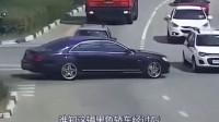 不让道就直接撞,豪车就是牛,以后还是躲远点吧!