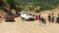 中国游客大巴在柬埔寨翻车 已致2人死亡多人受伤