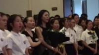 28岁老师离世 学生合唱泣不成声